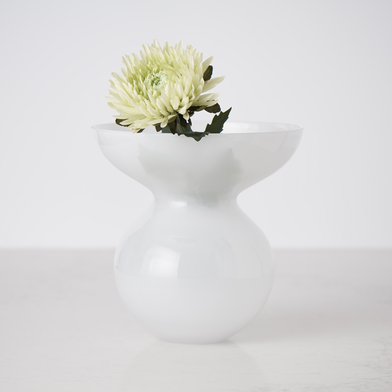 200522 Bates Design Product Shots0827 wavy white glass vase dressed